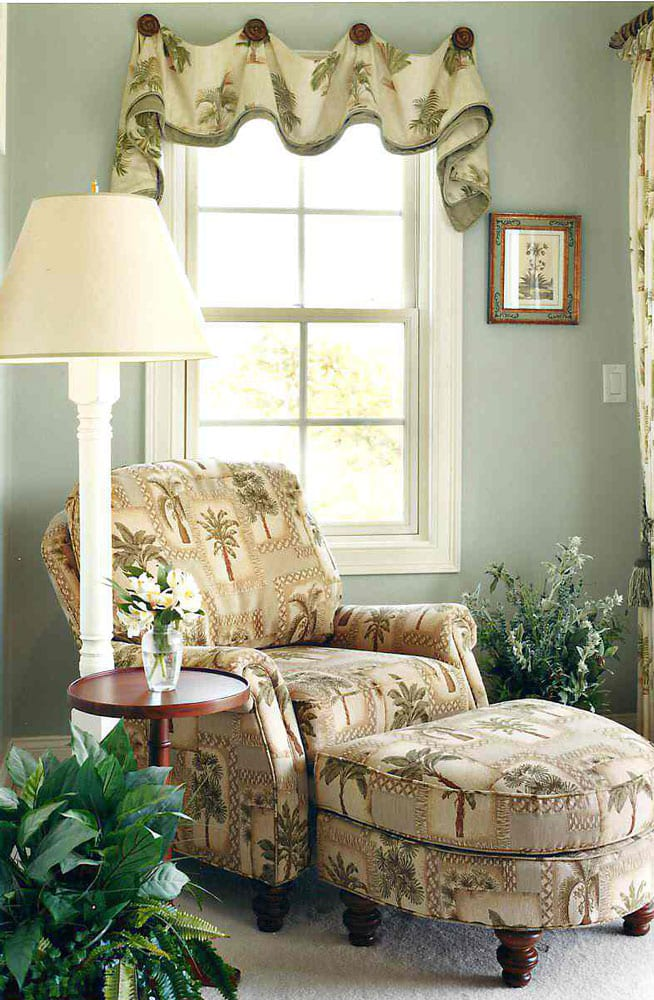 hampton-bedroom-corner-chair