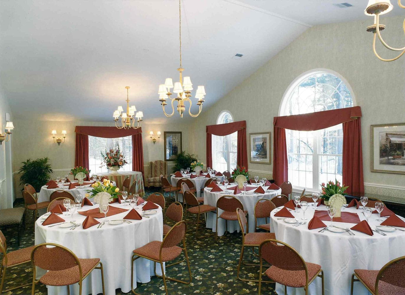 hampton-meeting-room-dining-tables
