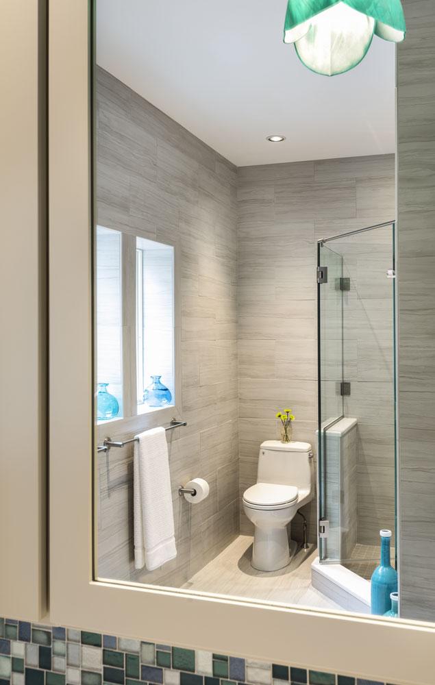 bathroom-mirror-view-waterville-valley