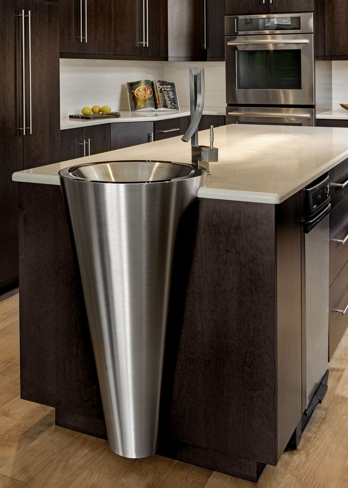 waterville-valley-kitchen-trendy-faucet